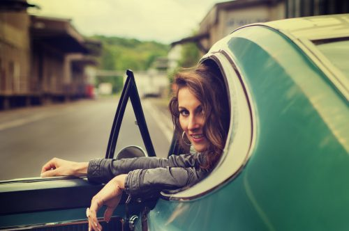 portrait-beauty-martin-lorentz-pfotography-fashion-sensual-shooting-vintage-car-retro